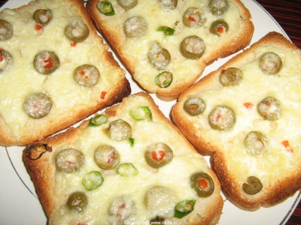 Chili Olives Toast