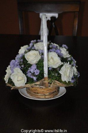 Flower arrangement ikebana rose arrangement for Do it yourself flower arrangements
