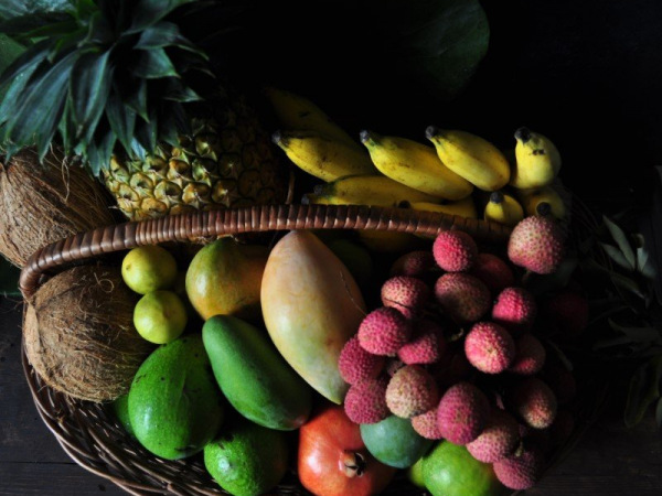 diy-fruit-arrangement-with-coconut-3