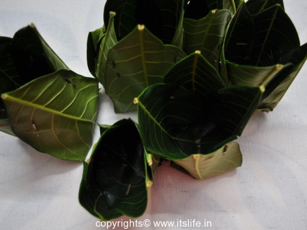 Kotte with Jackfruit Leaves