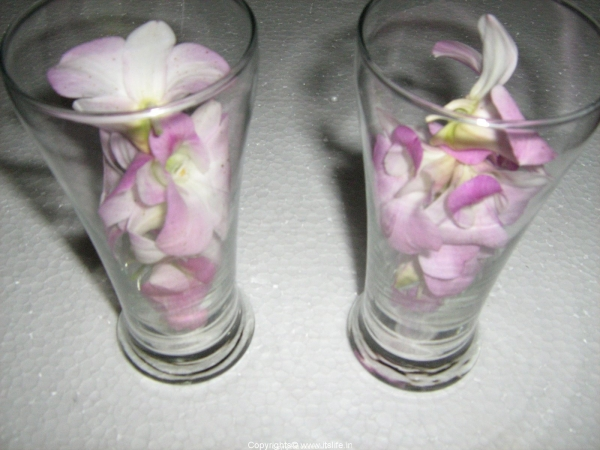 flowers-in-glass-with-candle1.jpg