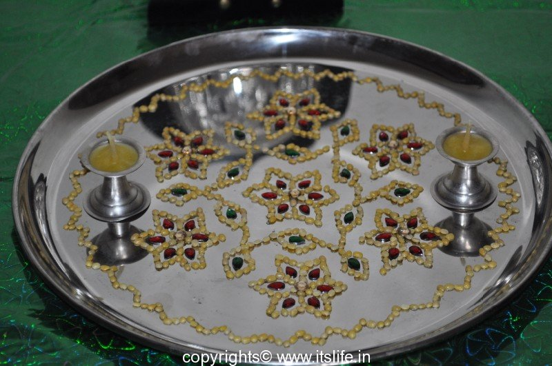 Arathi thatte plate decoration with split green gram for Aarathi plates decoration