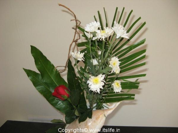 Sogetsu ikebana shell bloom ikebana flower arrangement for Do it yourself flower arrangements