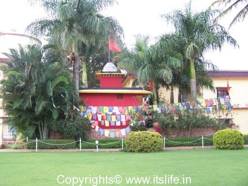 festivals-budhist-flags