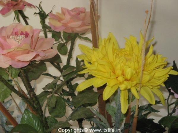 flower-arrangement-artificial-flowers