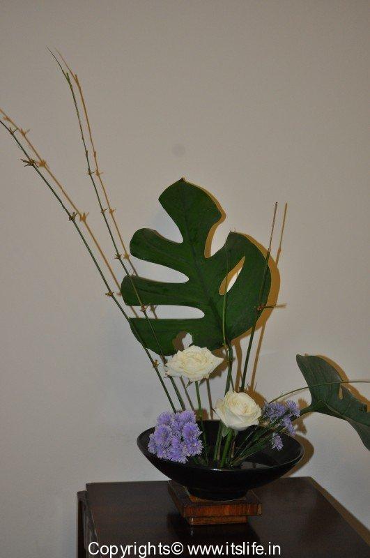 Melting pot flower arrangement ikebana rose for Do it yourself flower arrangements