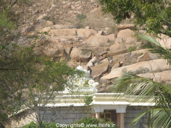 Tonnur Kere Temple