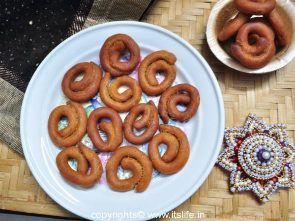 recipes-snacks-avarekayi-kodubale (1)