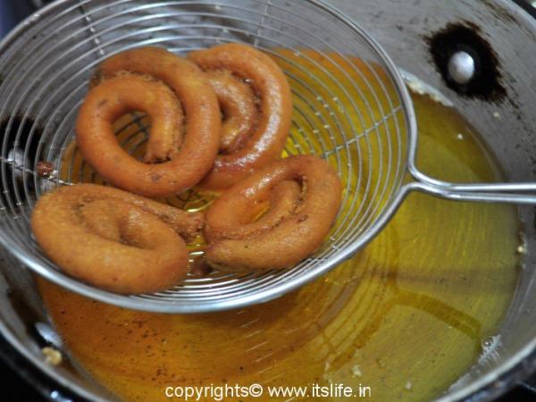 recipes-snacks-avarekayi-kodubale (7)