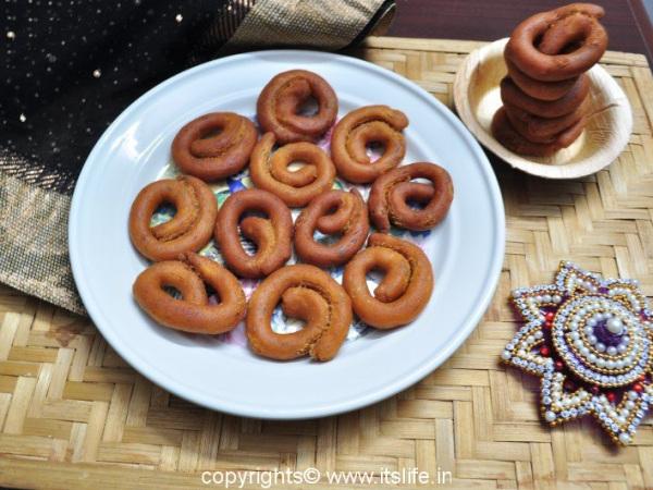 recipes-snacks-avarekayi-kodubale (8)
