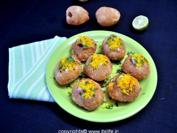 Stuffed Sookha Puri Chat