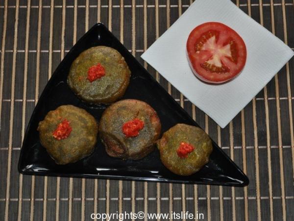 Tomato Palak Bonda
