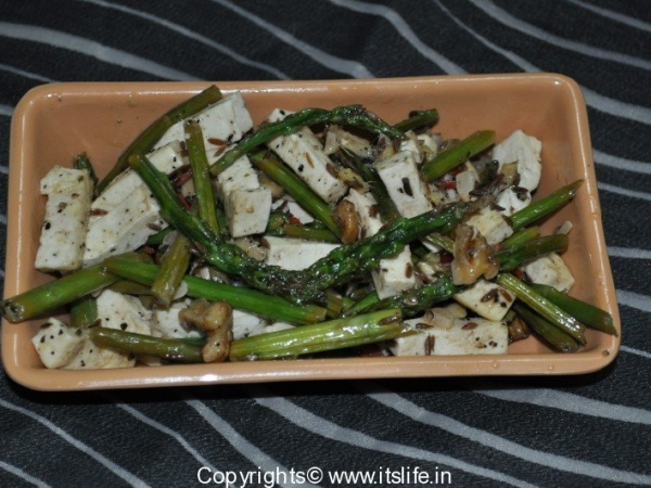Cottage Cheese and Asparagus Stir fry