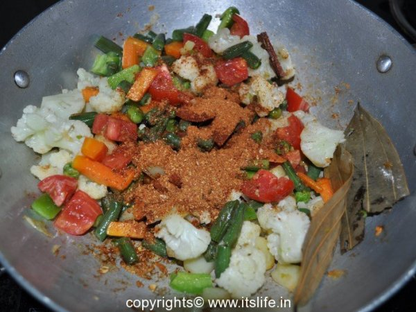 Vegetables cooked with spices