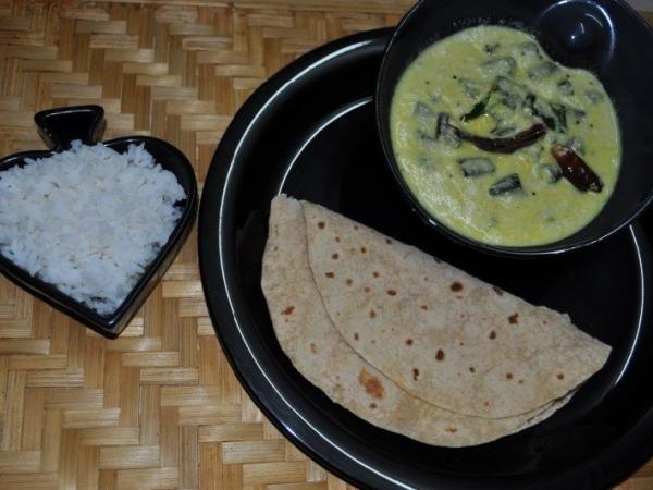 Okra cooked in yoghurt sauce