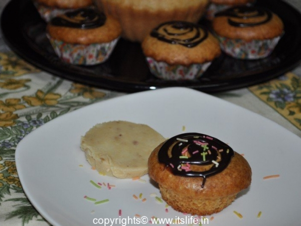 Eggless Vanilla Cup Cake