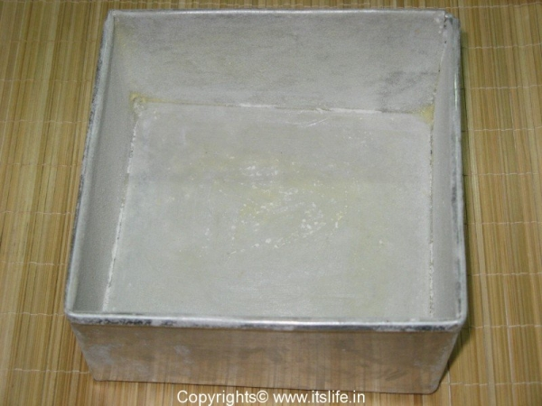 Eggless Strawberry Sponge Cake
