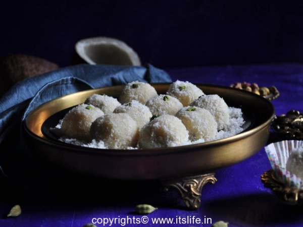 recipes-indian-sweets-coconut-laddoo-1-Copy
