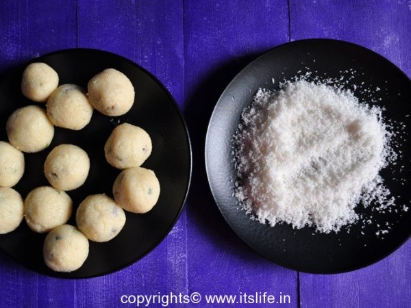 recipes-indian-sweets-coconut-laddoo-5