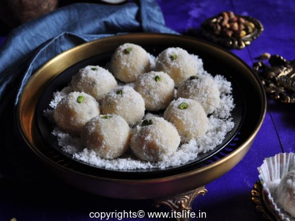 recipes-indian-sweets-coconut-laddoo-7-Copy