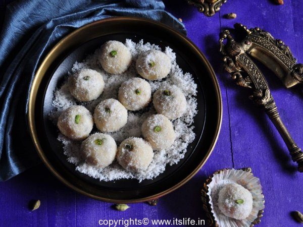 recipes-indian-sweets-coconut-laddoo-8