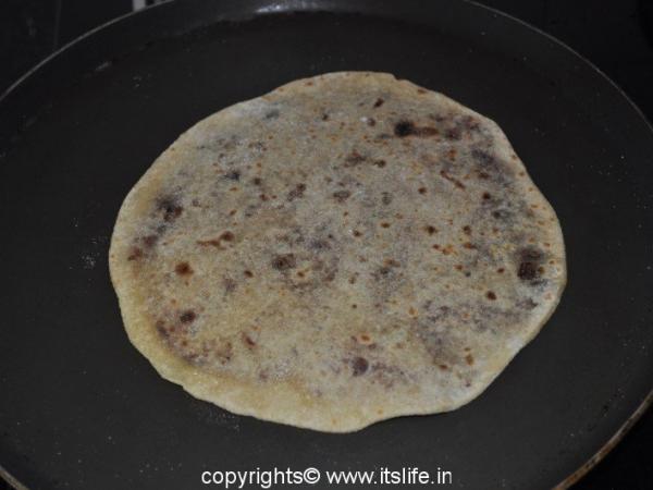 Kharjoor Yellu Holige – Dates and Sesame Seeds Stuffed Bread