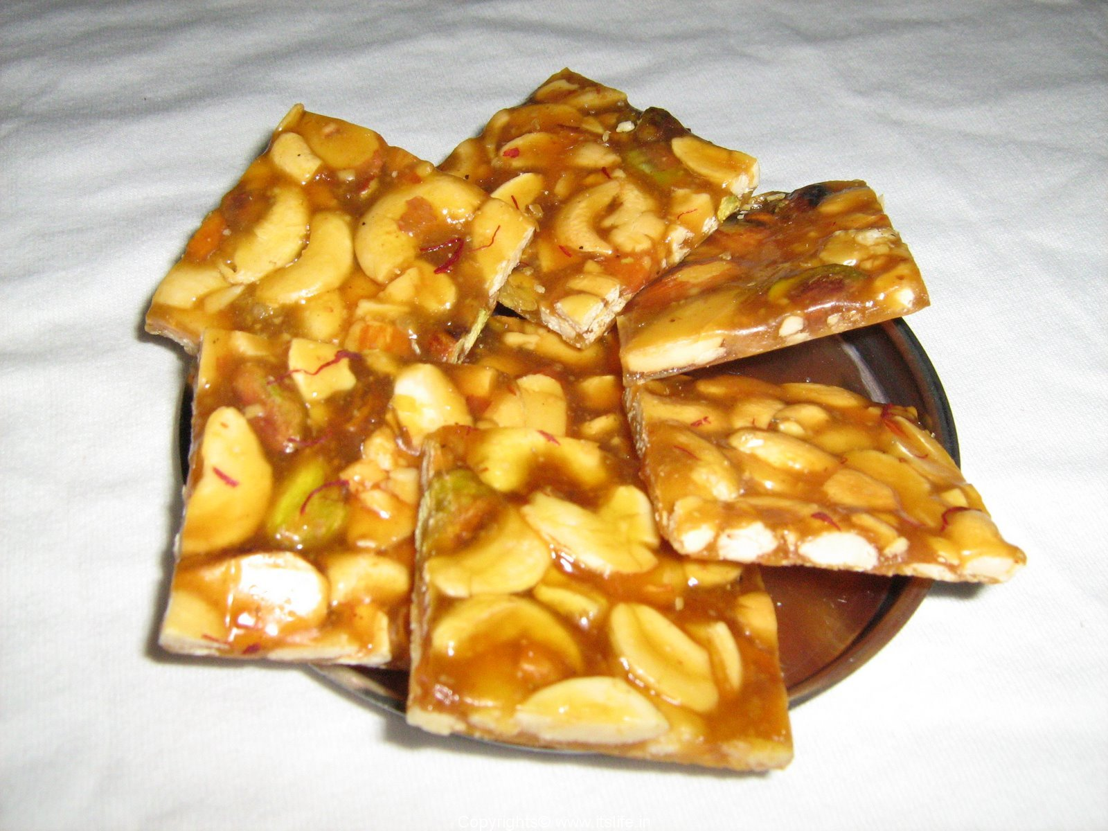 http://www.itslife.in/wp-content/gallery/recipes-desserts/recipe-deserts-dry-fruit-chikki.jpg vspace5