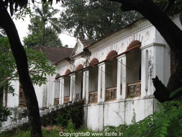 loutolim-mansion