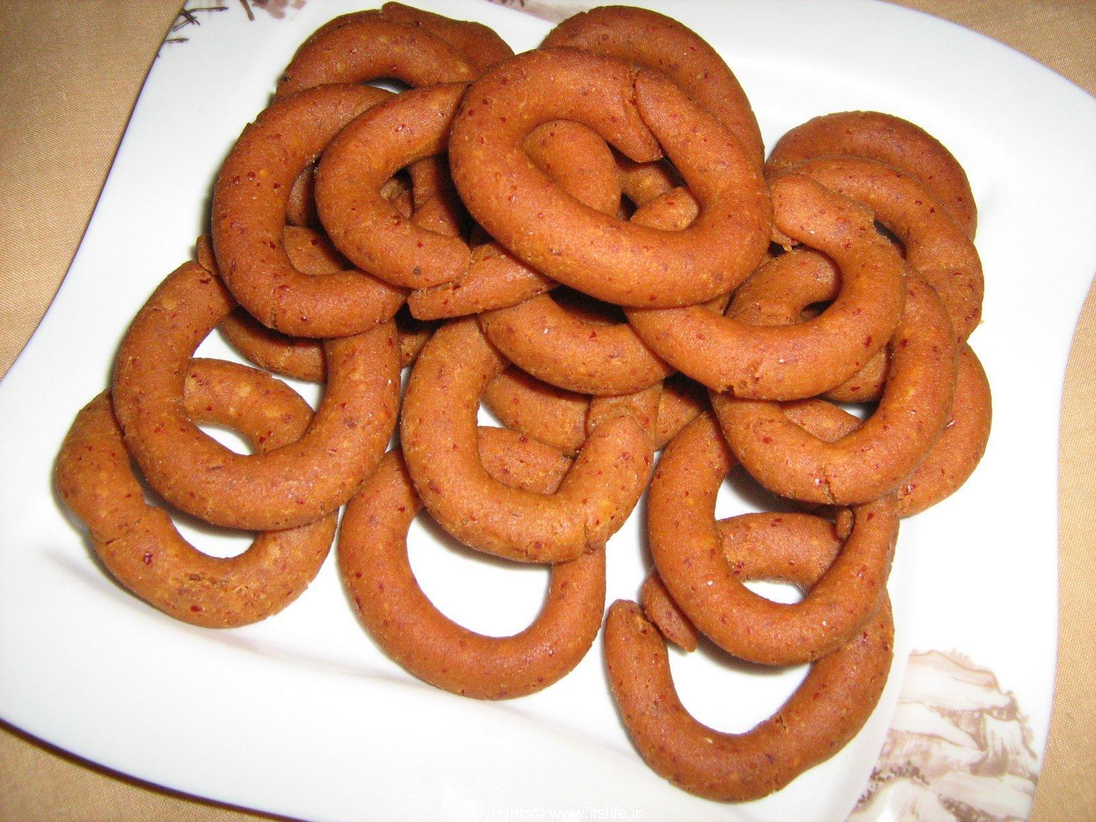 Kodabale recipe deep fried snacks karnataka recipe vegetarian kodabale forumfinder Images