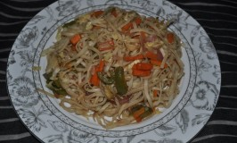 Flat Noodles tossed in Vegetables