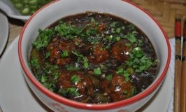 Vegetable balls in hot garlic sauce